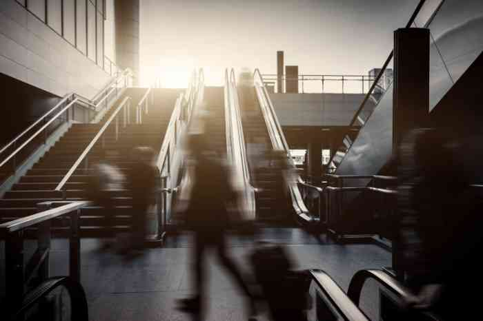 Noisy environments: people walking and escalator