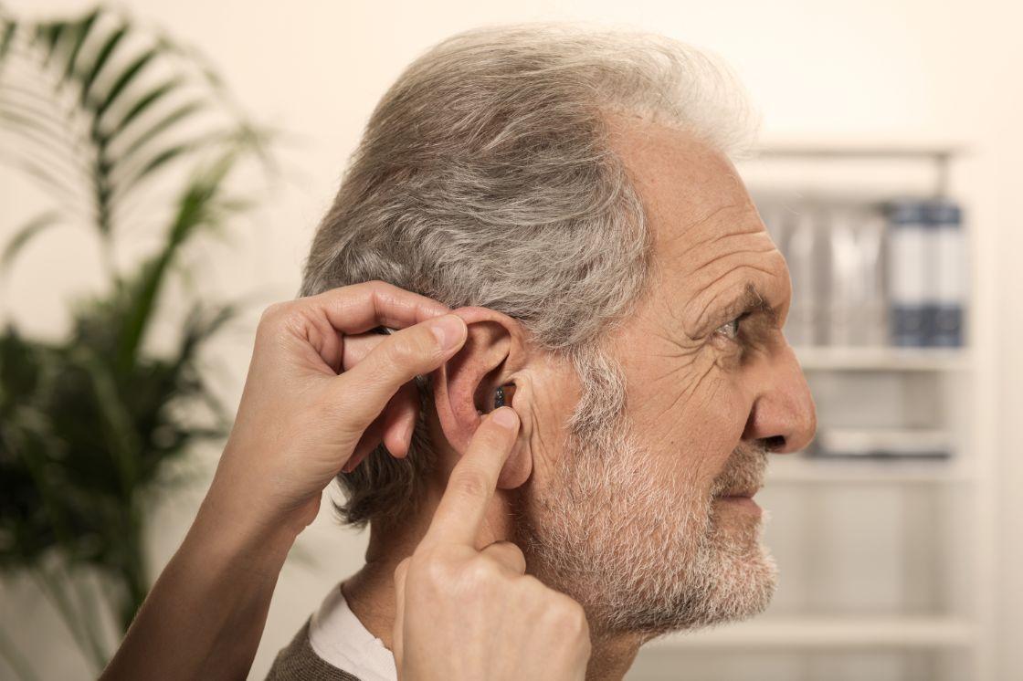 Pickel im Ohr: Was kann ich tun und was hilft? | Blog