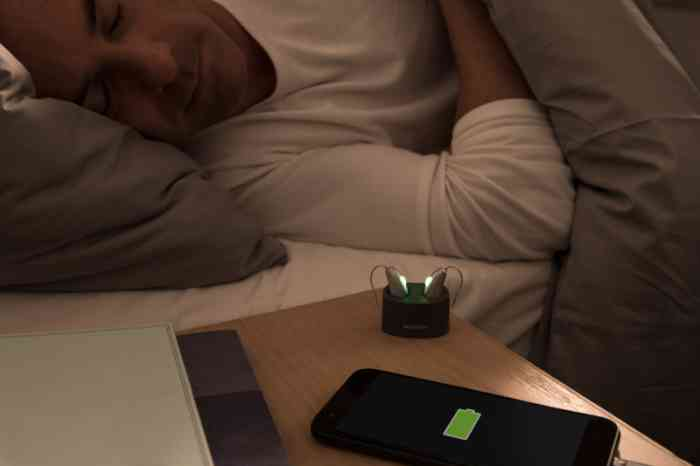Charging hearing aids during the night as a smartphone