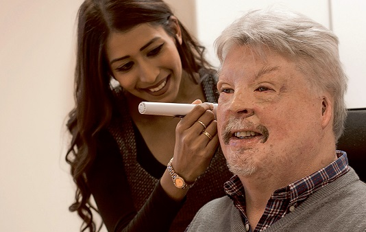 Simon Weston visits Amplifon for a hearing test